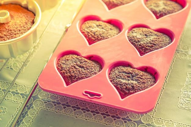 ハート形のカップケーキ