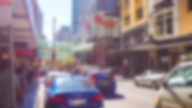 Расфокусированным фото улицы с автомобилями