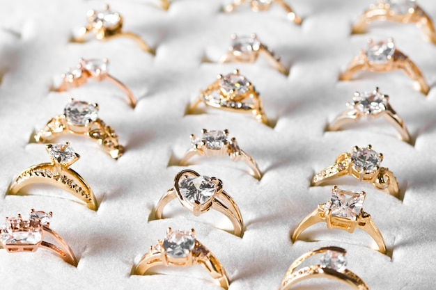 Золотое кольцо и бриллиант