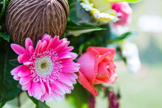 Свадебная церемония в прекрасном саду