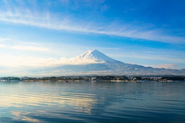 マウンテンフジと湖の川口市、日本
