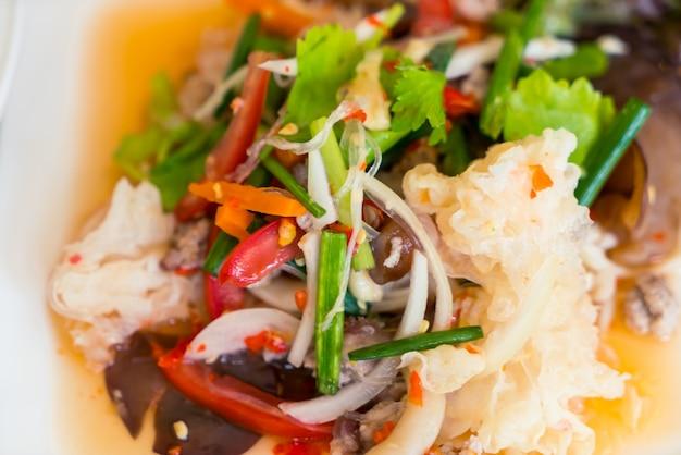 Острый салат из лапши