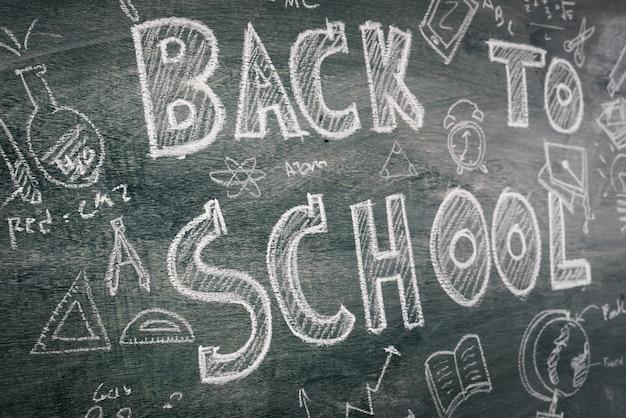フリーハンドは、黒板上の学校に戻る描画します