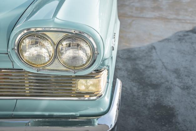 ヴィンテージ車のヘッドライト。 (フィルタリングされた画像処理されたヴィンテージ