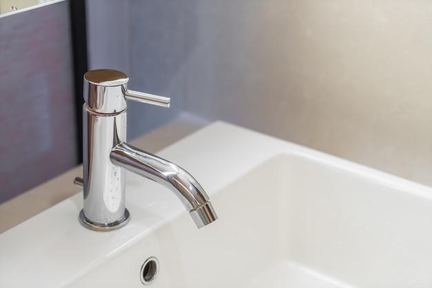 Современный интерьер дома ванной.