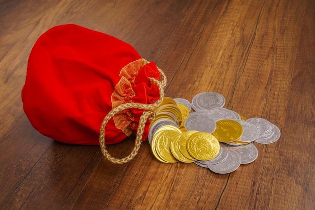 Китайская традиция вверх золотой узел