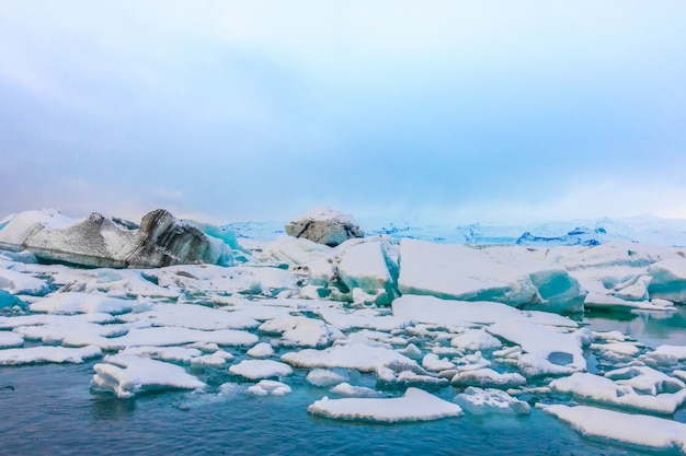 Айсберги в лагуне ледника, исландия.