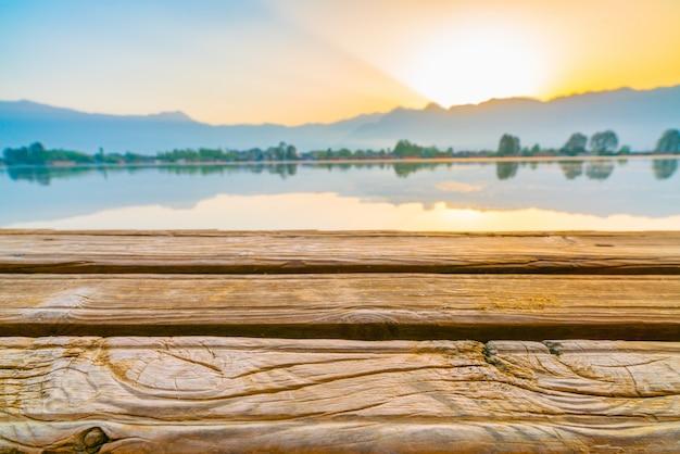 カシミールインド、ダル湖の日の出。