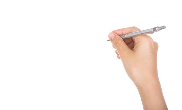 書くためにペンを持った手のクローズアップ