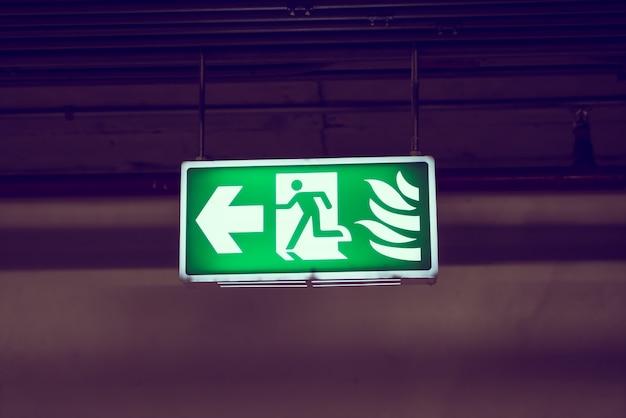 Аварийный выход знак