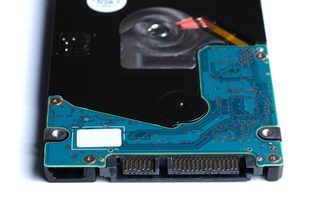 白で隔離されるハードディスクドライブ