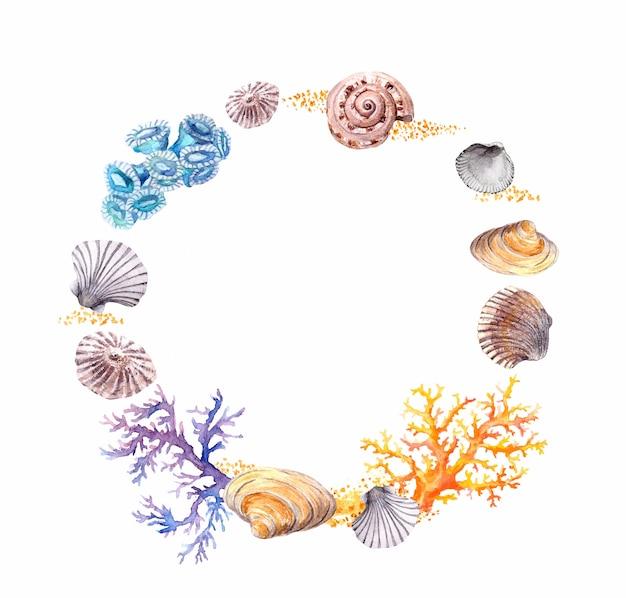Морские раковины, кораллы, песок. летом пляж венок границы. акварель