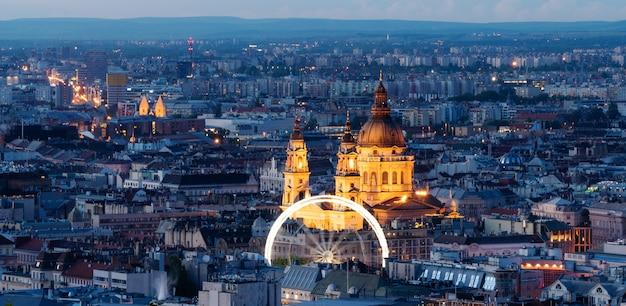Панорамный, городской пейзаж будапешта и базилика святого стефана в венгрии