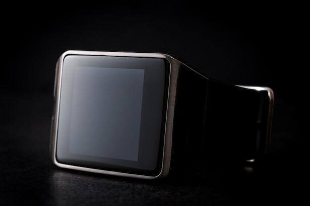 Умные часы на черном