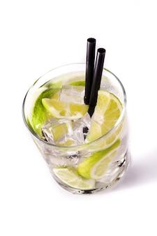 Кайпирский коктейль в бокале
