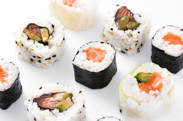 Ассортимент суши на белой поверхности