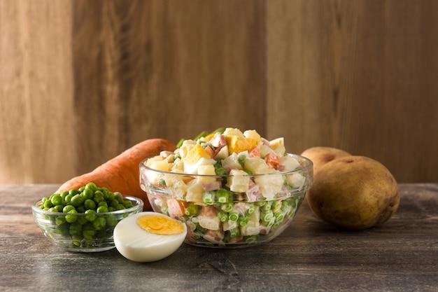 Традиционный русский салат и ингредиенты