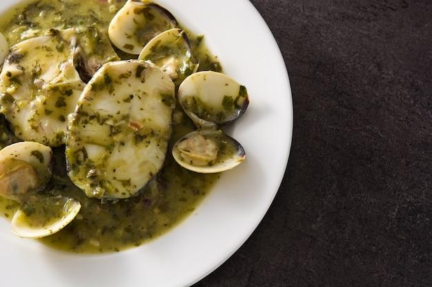 メルルーサ魚とアサリのグリーンソース添え