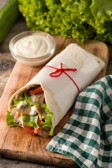 ドネルケバブまたはシャワルマサンドイッチ