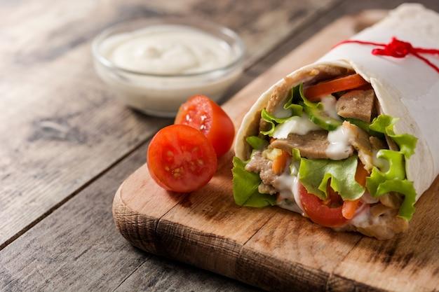 Донер кебаб или шаурма сэндвич