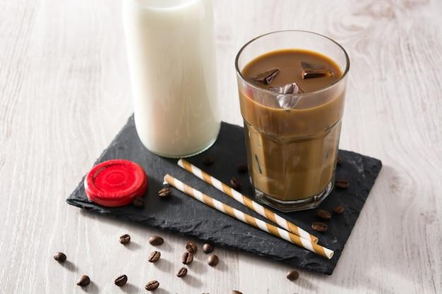 アイスコーヒーまたはカフェラテ
