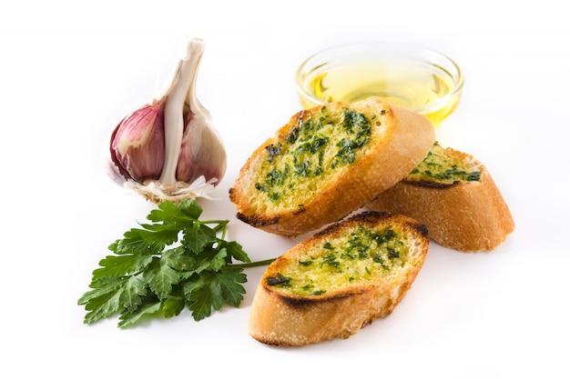 Ломтик хлеба чеснока и ингредиенты, изолированные на белом