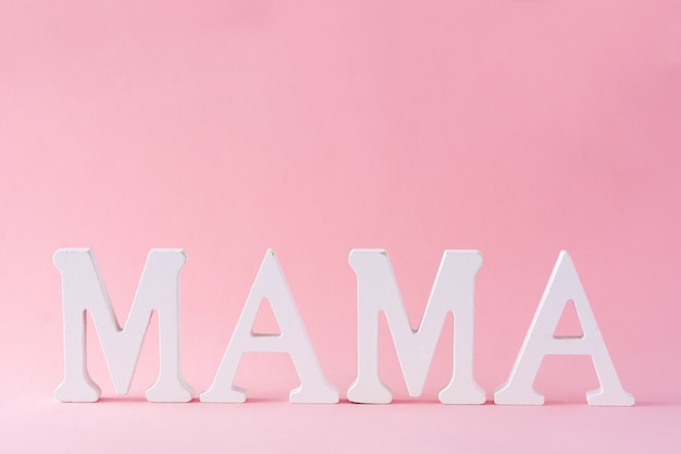 ピンクの背景の母の日のコンセプトにママの言葉
