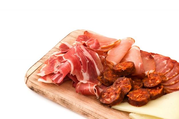スペインのコールドカットエンブティドスチーズ、ソーセージ、白ハム
