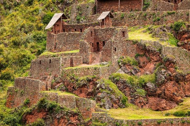 聖なる谷のピサック市の古い遺跡。クスコ。ペルー。南アメリカ