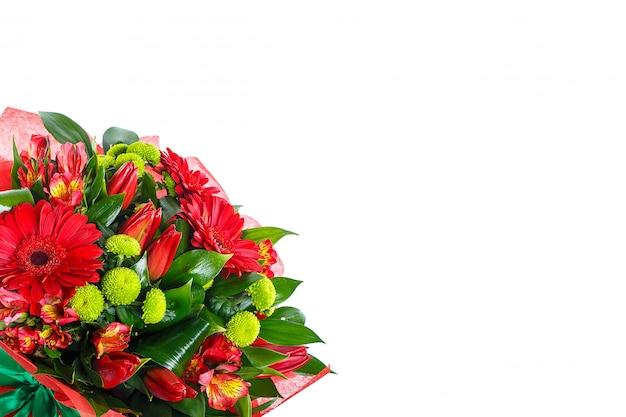 白い壁にガーベラの花束