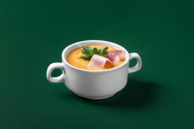 メニュー用ベーコン入りクリームスープ