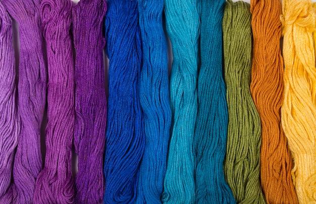 Набор вышивальных ниток фона