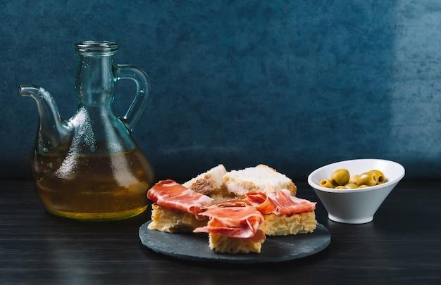 セラーノハムとオリーブの美味しいスペイン風ポテトオムレツトップ