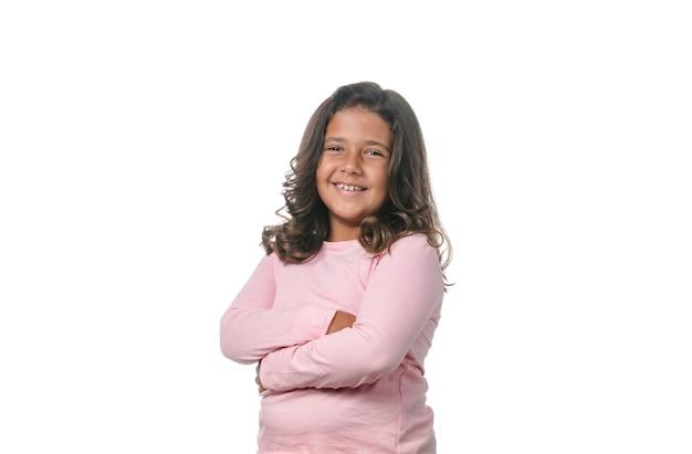 Портрет маленький представлять девушки брюнет изолированный на белой предпосылке.