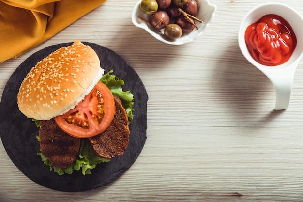 Вегетарианский бургер и копирование пространства.
