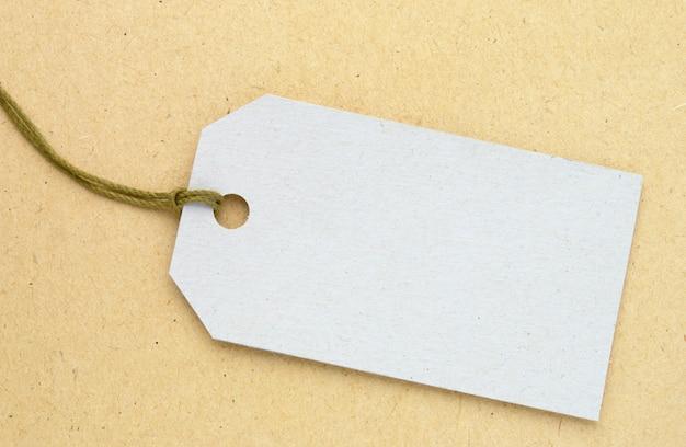 Этикетка из картона