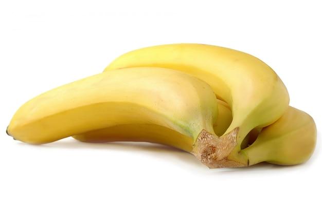 Ярко-желтые бананы на белом