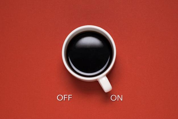 Забавная концепция кружки управления кофе
