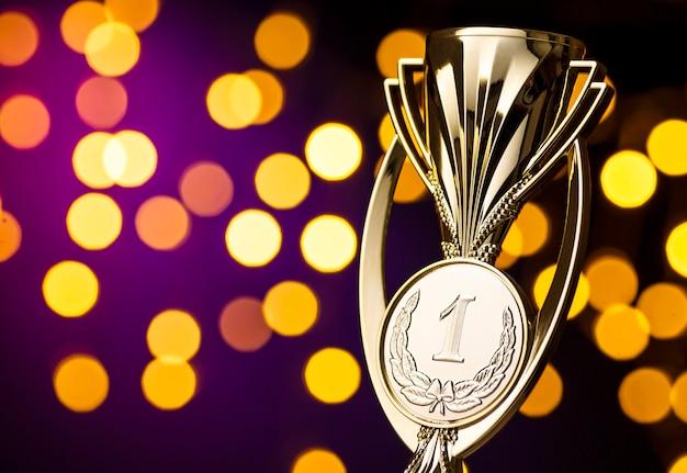 Награждение победителей чемпионата золотым трофеем