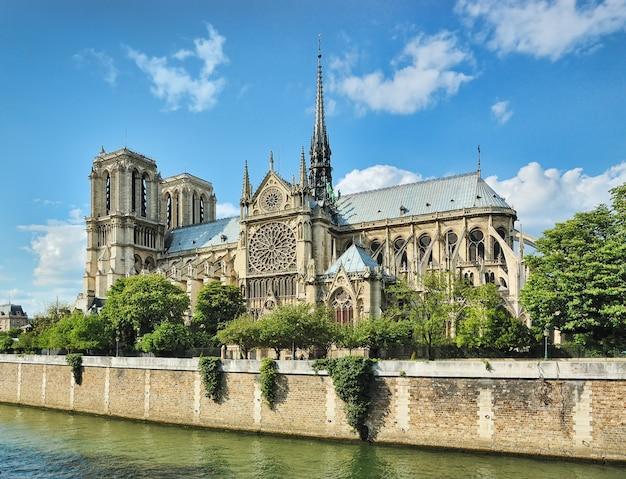 フランス、パリのノートルダム寺院