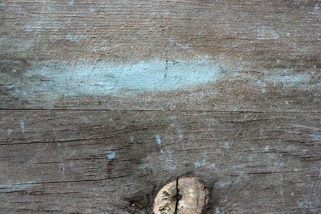 Серый деревянный фон с синей краской