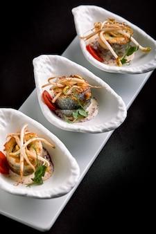 Рулетики из сибаса, запеченные с овощами и грибным соусом