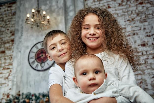 クリスマスの概念と奇跡を待っている子供たち