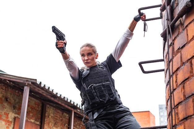 強力な女性持株銃