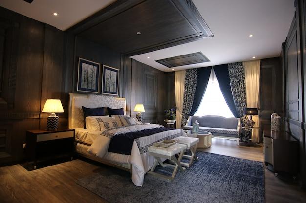 Роскошная спальня с классическим дизайном интерьера