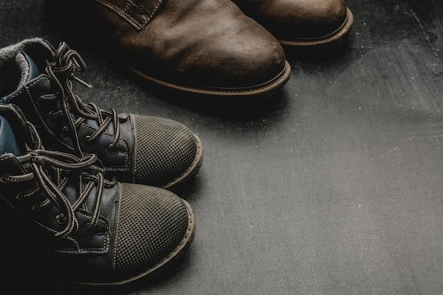 パパのブーツと赤ちゃんの靴、父の日のコンセプト。