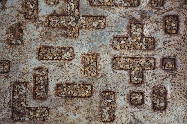 中空の金属パターンの小石