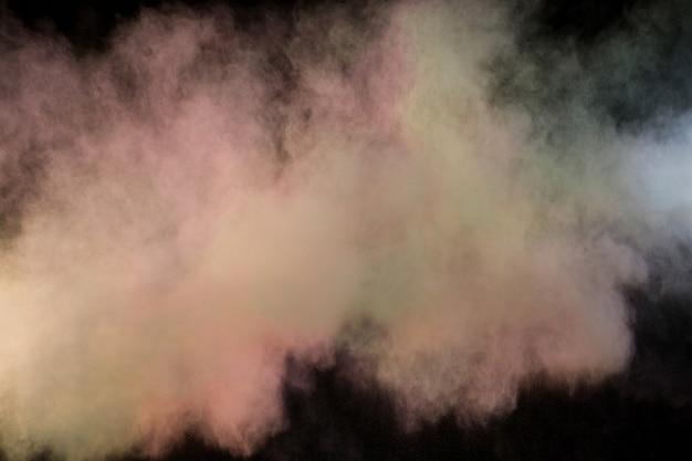 色の粉末の飛散