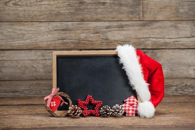 帽子サンタクロースと黒板