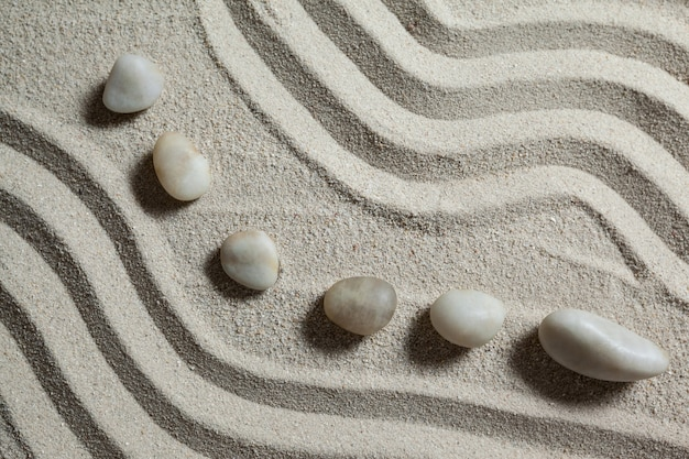 Белый камень галька